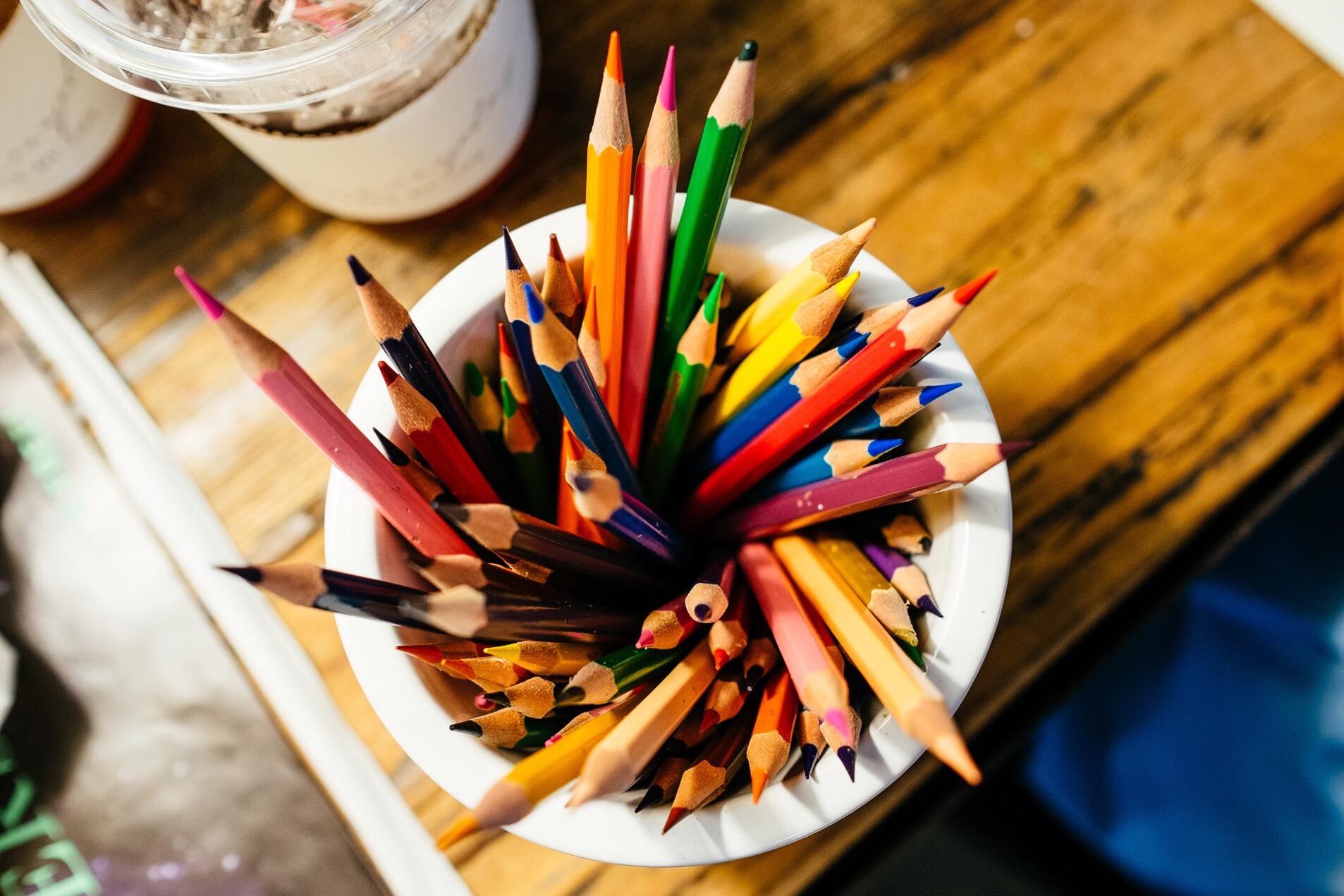 pot-crayons
